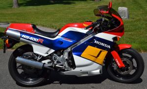 honda-nsr400-right-side